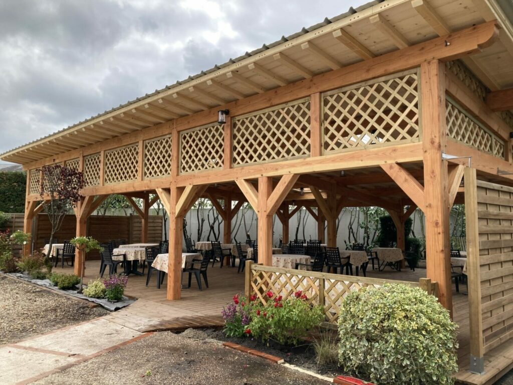 Le jardin restaurant le Dauphin Salbris